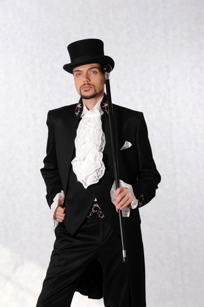Svatební oblek, Pánský model, modelingová fotografie, módní fotografie, profesionální fotograf focení oblečení pro muže