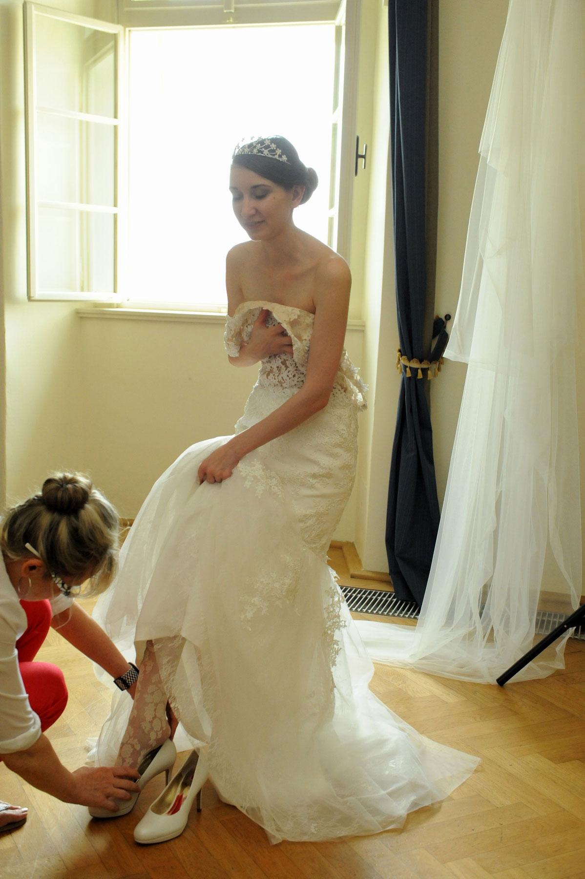 Svatební focení - asistence stylistky